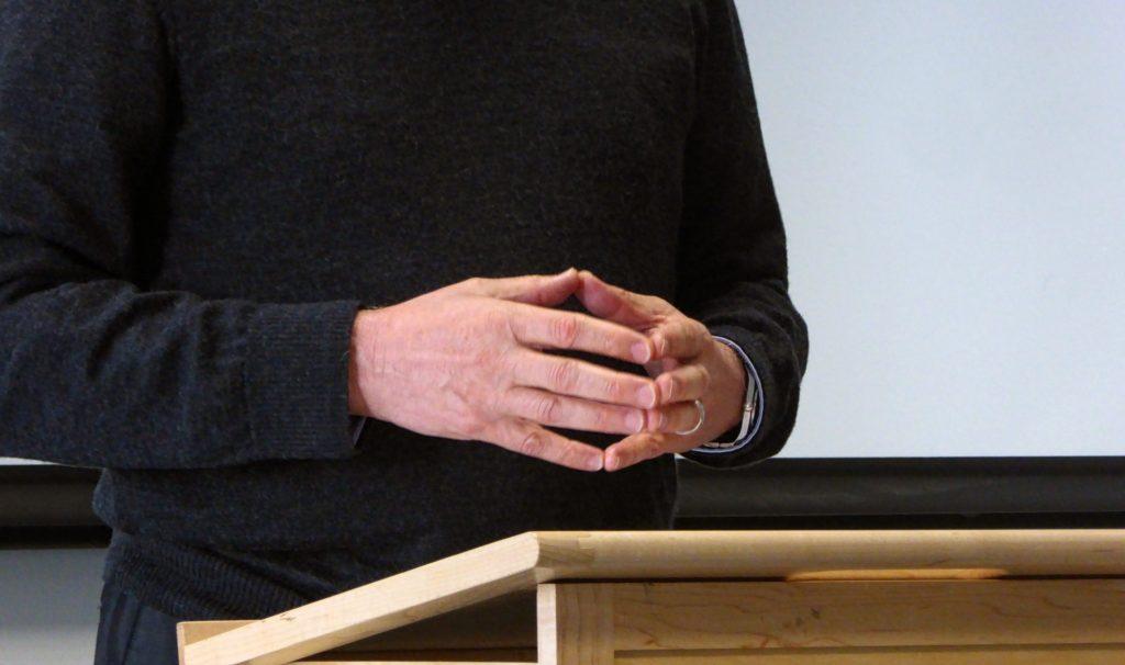 public-speaking-hand-gestures-4