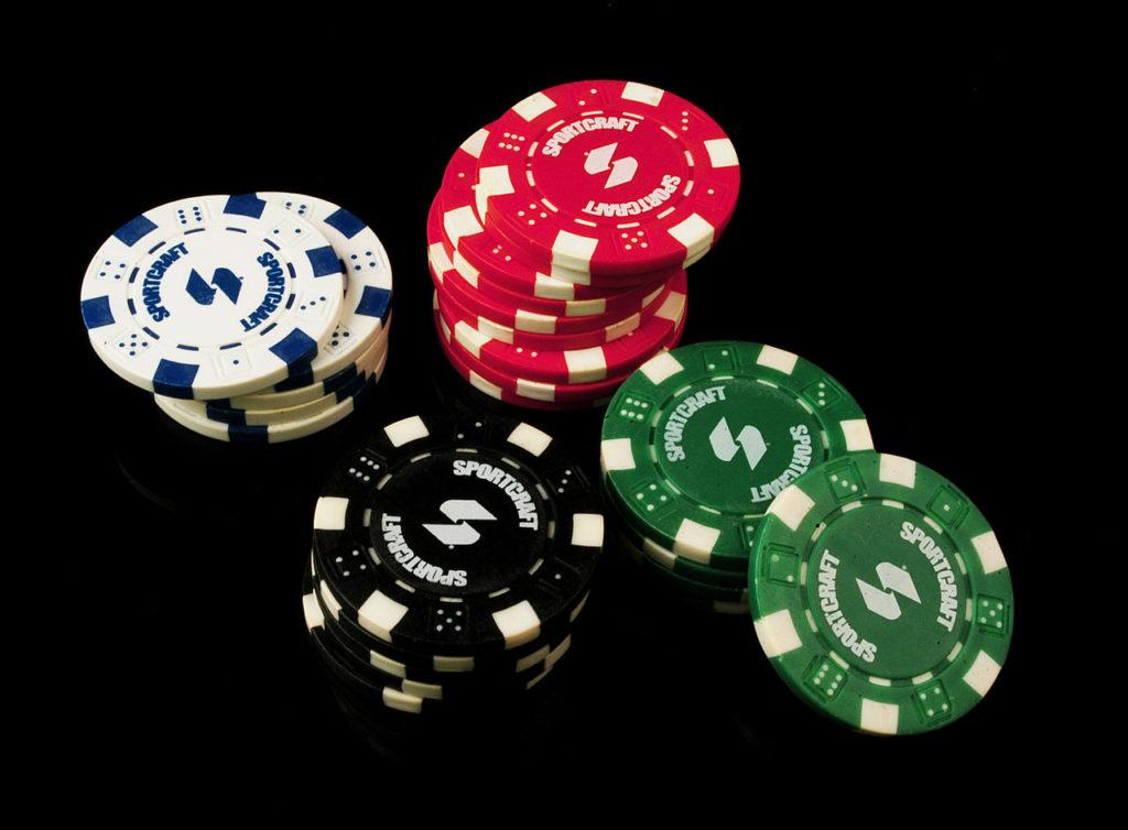 1280px-Poker_Chips